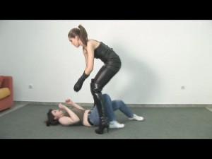 Lili Leather Choke