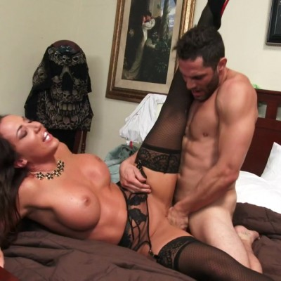 2788 Richelle Ryan Seduces Her StepSon in His Own Bedroom