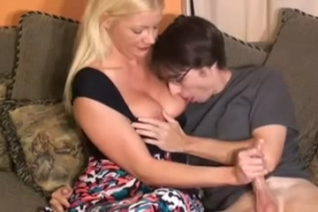 2826 My Mommy make me perfect handjob